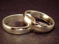 A pair of wedding rings (small) (Jeff Belmonte. Licensed as Creative Commons Attribution 2.0.)
